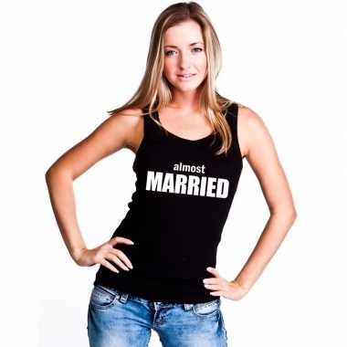 Almost married tekst singlet shirt/ t shirt zonder mouw zwart dames